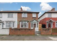 SW17 0EA - ROGERS ROAD - A STUNNING 4 BED HOUSE WITH PRIVATE GARDEN & ON STREET PARKING