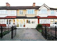 Beautiful and spacious 4 bedroom house in Mitcham with private garden and driveway