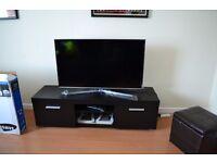Samsung Smart TV 43inch UE43 + table