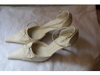 Kaliko-Cream Leather Bow Detail Shoes Size 5/38