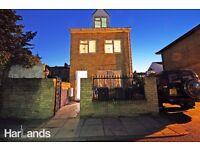 3 Bedroom Detached House to Rent | Doorstep of Rectory Road Station | En-suite Rooms