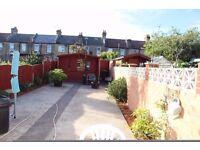 Stunning three bedroom house between Barking and Ilford - garden - parking