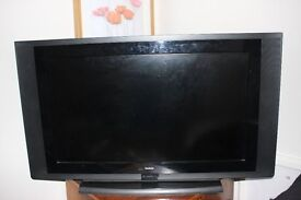 """goodmans 32"""" television with remote"""