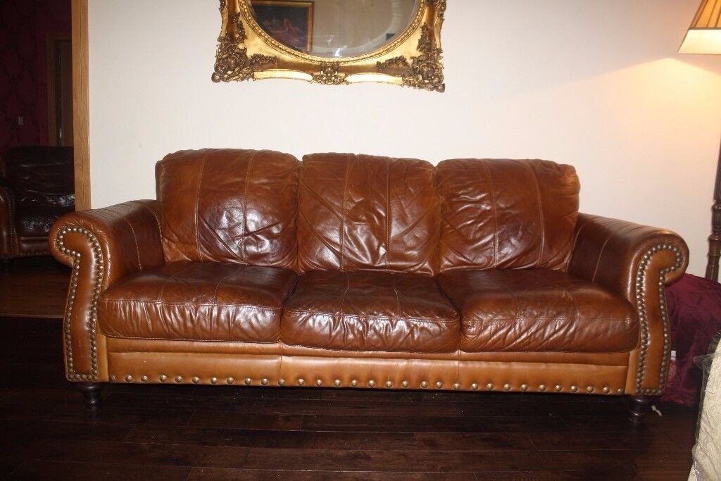 Distressed tan leather suite / chesterfield.