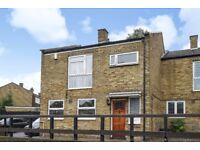 Three bedroom property available to let mid October - Foxborough Gardens
