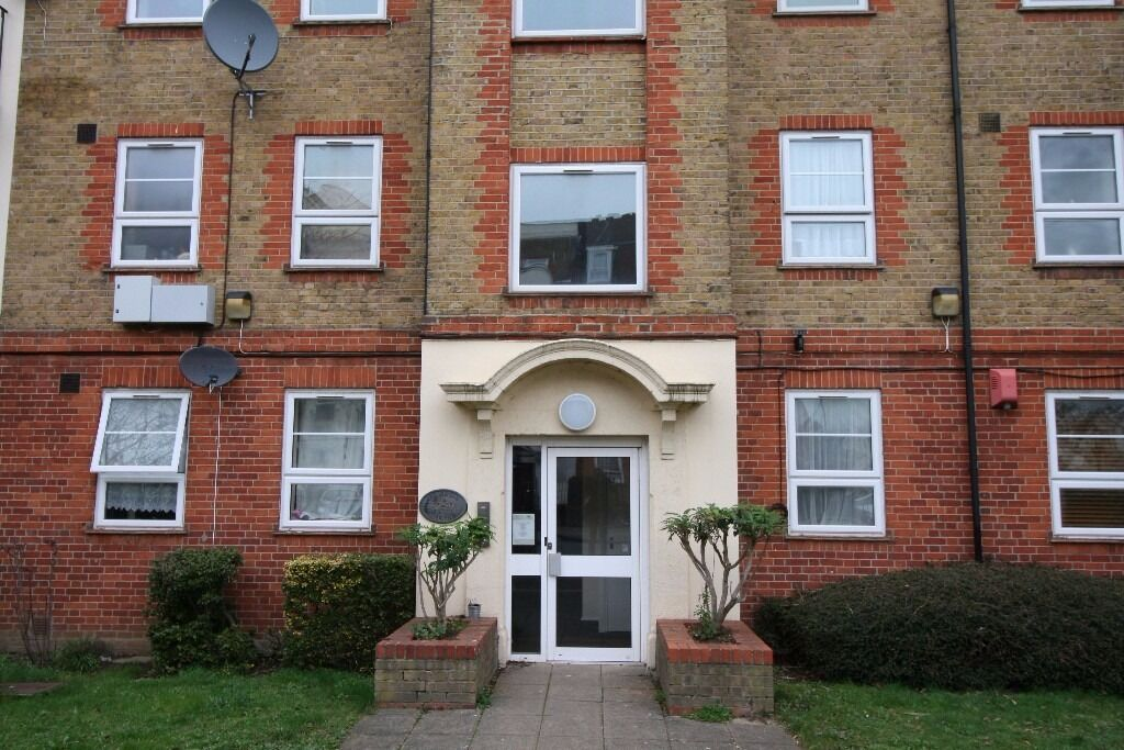 MEMORIAL AVENUE, EAST HAM, E15 - 1 BEDROOM APARTMENT AVAILABLE TO LET