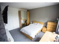 Large luxury en-suite room in stunning professional house - All bills Inc - No agency fees