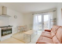 Stunning one bedroom dockside flat with views of Canary Wharf & Millwall Dock, 5 mins to Mudchute
