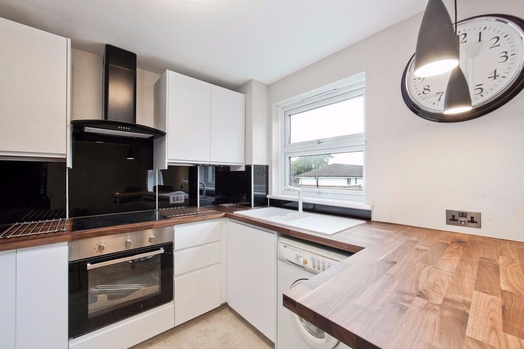 NEWLY REFURBISHED 2 BEDROOM APARTMENT MOMENTS FROM CAMDEN UNDERGROUND & A SHORT WALK TO KINGS CROSS