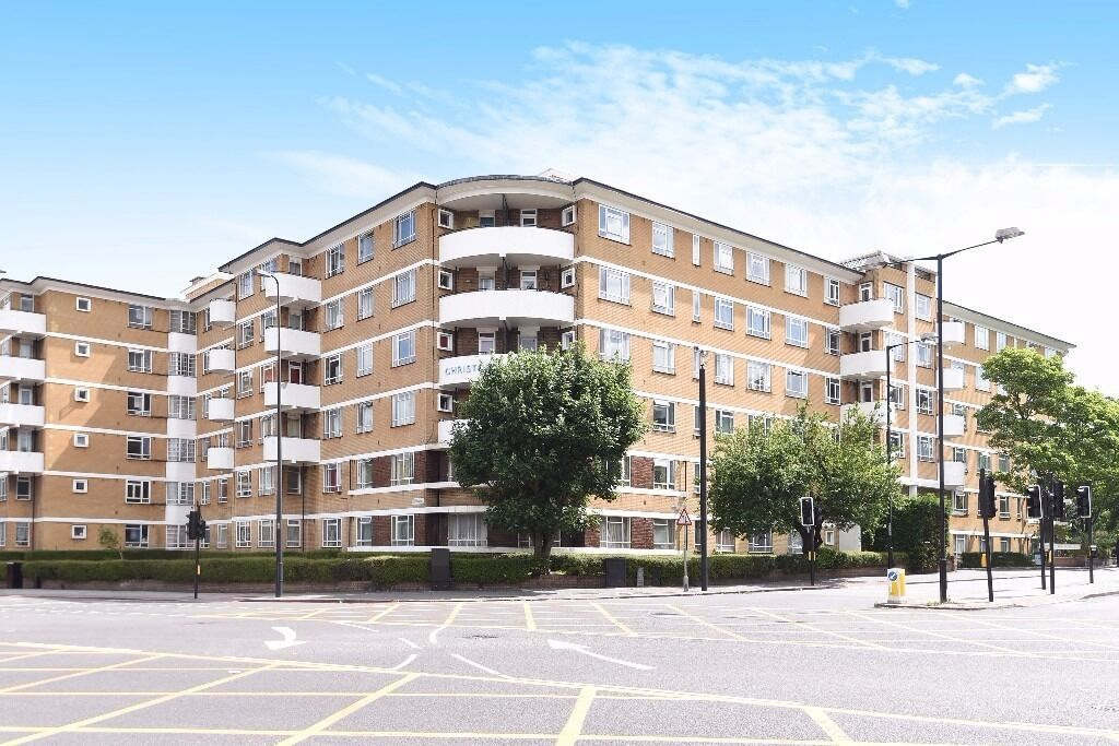 NEW!!*Brand newly refurbished*Secure entry apartment block*Separate full kitted kitchen*CHRISTCHUCRH
