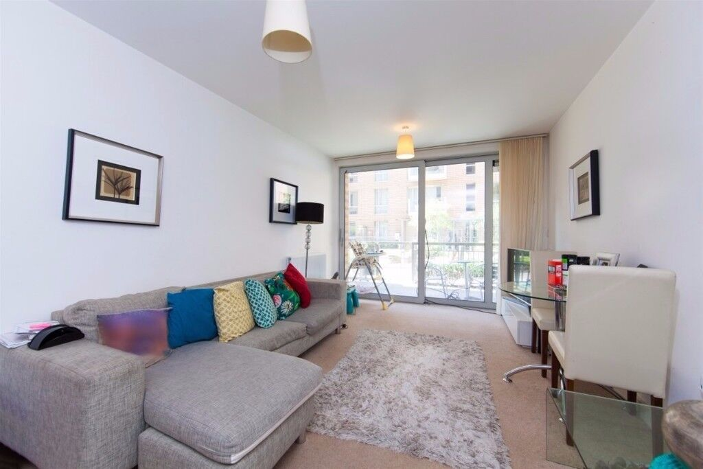 Beautiful Two bedroom flat with communal garden and access to terrace St. Andrews, Nelson Walk, Bow