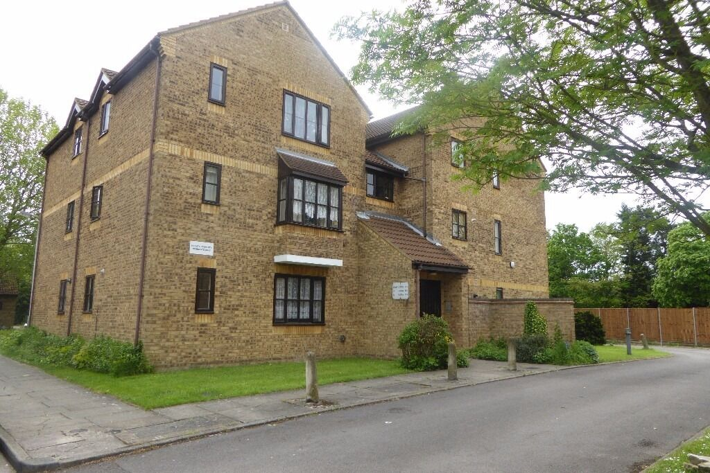 1 Bedroom Flat Jasmine Close Northwood £850.00 PCM Available Now