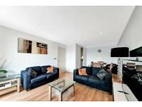 3 bedroom flat in Westgate Apartments, Western Gateway, Royal Docks E16