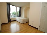 **BILLS INCLUDED**CLOSE TO MOTORWAY LINKS**SPACIOUS STUDIO TO LET IN NOSTER TERRACE**
