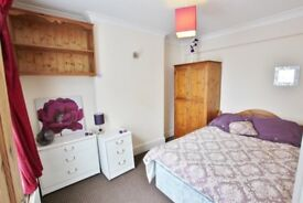 FURNISHED DOUBLE ROOM - ALL BILLS INCLUDED - POOLE TOWN CENTRE LOCATION - NO DEPOSIT TO PAY