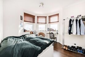 GREAT THREE BEDROOM FLAT SET ON THE SECOND FLOOR OF A BEAUTIFUL BUILDING IN KENTISH TOWN