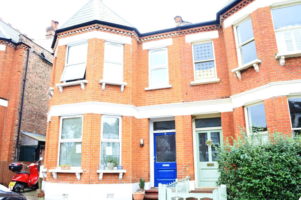 Amazing four double bedroom family home in Fortismere Catchement