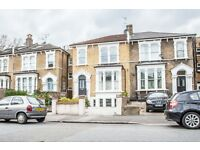 4 bedroom flat in Evering Road, Clapton, E5