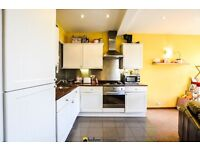 Ultra-Modern, Split Level Apartment In The Heart Of Tooting Broadway - SW17