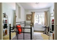 ONE ROOM WITH EN-SUITE TO RENT EAST DULWICH £750PCM AVAILABLE FROM 26/09/16!!!