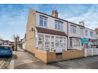 SW17 9QZ - SEELY ROAD - A STUNNING 4 DOUBLE BED HOUSE WITH PRIVATE GARDEN & ON STREET PARKING