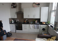 Huge double rooms available now, close to clapham junction Station *** no extra ***