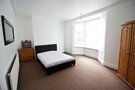 Large room in Aigburth House Share recently repainted furnished high speed broadband L17