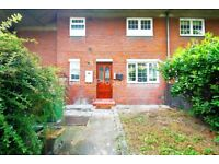 Great 4 bed flat on Parnell Road - 15 mins walk to Bow Road stn and Bow Church DLR - private garden