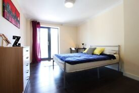 J*/DISCOUNT DOUBLE ROOM WITH BALCONY** EAST ACTON** LOVELY 3BED FLAT+ROOF TOP