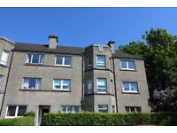 Large Bright newly redecorated 2 bedroom flat on quiet street close to Braehead, airport, Hospital