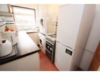 Including bills! Spacious double room in professional house share near East acton Station W3