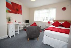 Studio - Central Castleford - Free Wifi and Water - Parking - Washing Machines