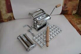 Imperia Pasta Machine Kit, adjustable rollers, 4 cutters, ravioli mould, wooden rolling pin
