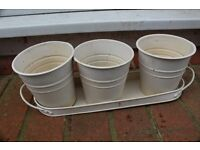 3 metal plant pots with tray