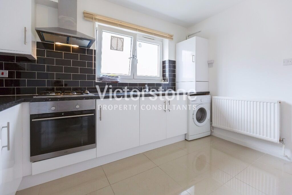 Renovated Four DOUBLE bedroom top floor flat in Bethnal Green - Whitechapel available in January