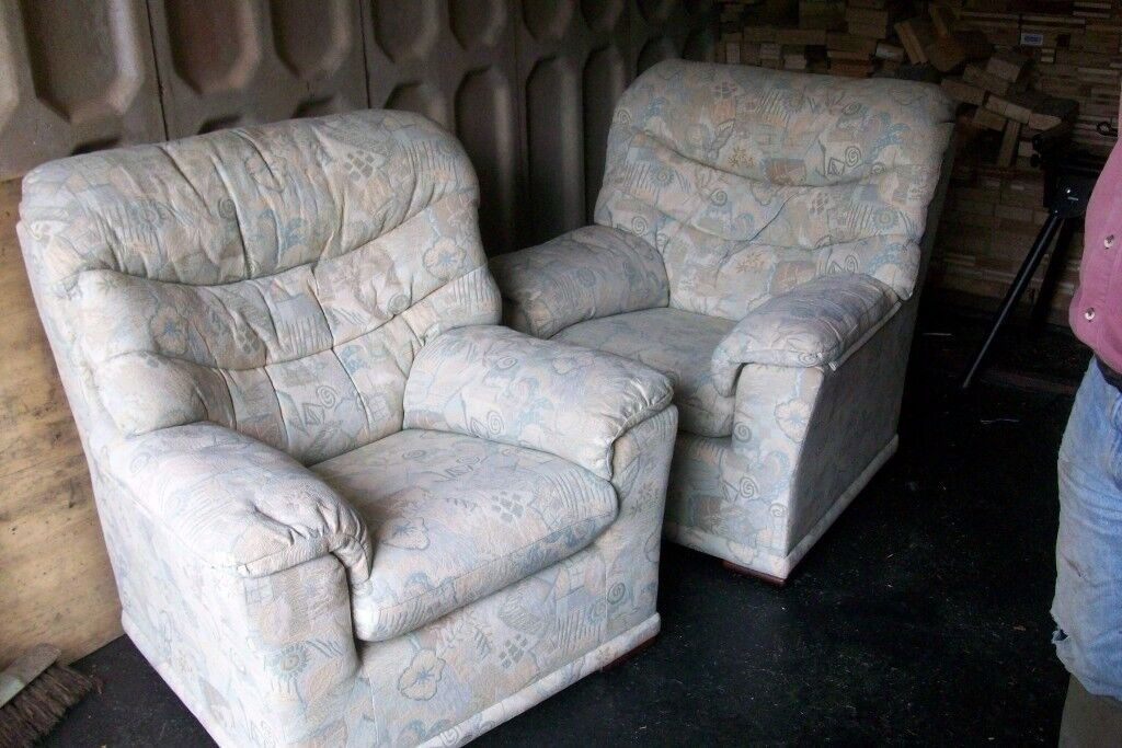 2 x G PLAN EASY UPHOLSTERED CHAIRS IN GOOD CONDITION