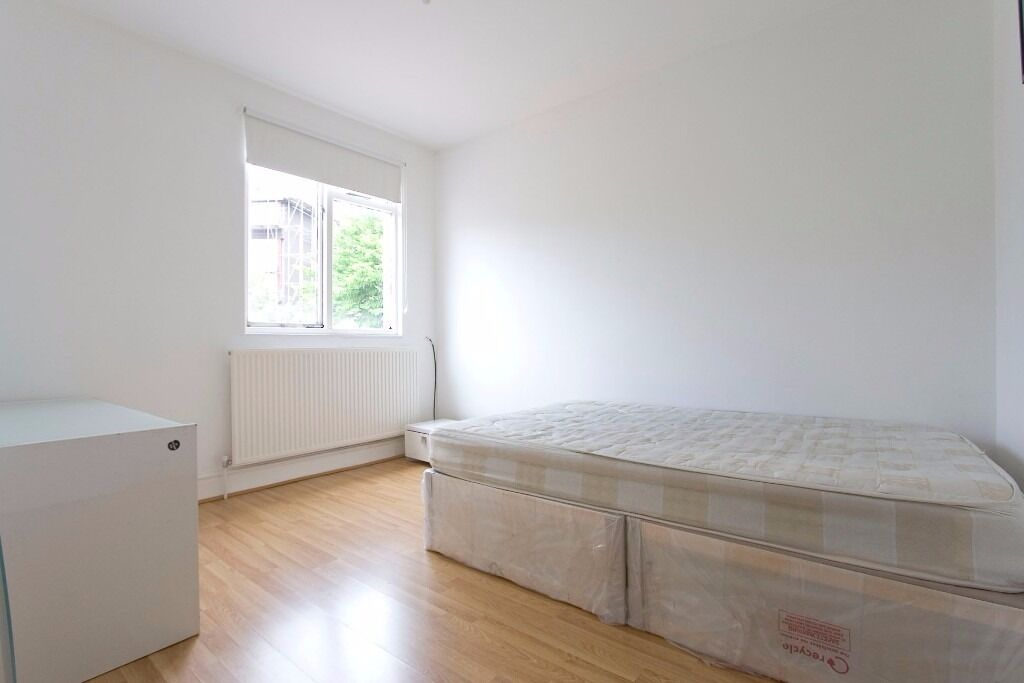 MODERN DOUBLE AND ENSUITE ROOM AVAILABLE TO RENT IN CHINGFORD £550-650PCM!! 6 MINS WALK HIGHAMS PARK