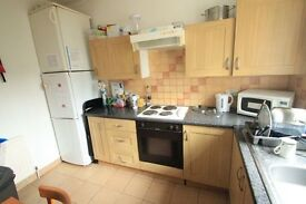 GORGEOUS TWIN ROOM IN ARSENAL AV. NOW !! 2A
