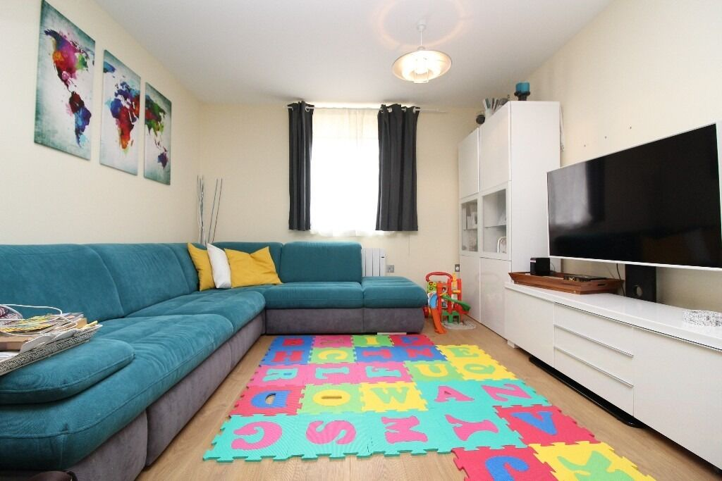 newly built two bedroom ground floor flat with parking to rent in East Finchley, N2 £375pw