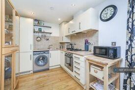 2 bedroom flat in Wick Lane, Bow, London, E3 (2 bed) (#1130860)