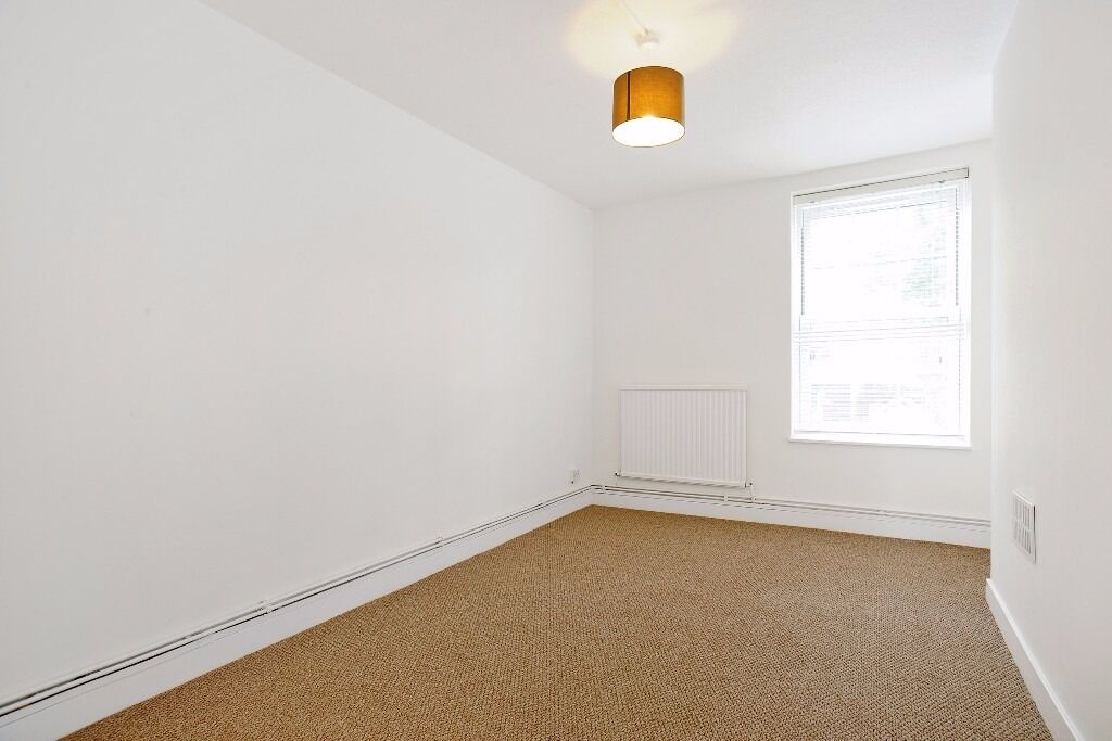 SHOREDITCH 3/4 BEDS flat for January , never too early to look for a property, FURNISHED and PARKING