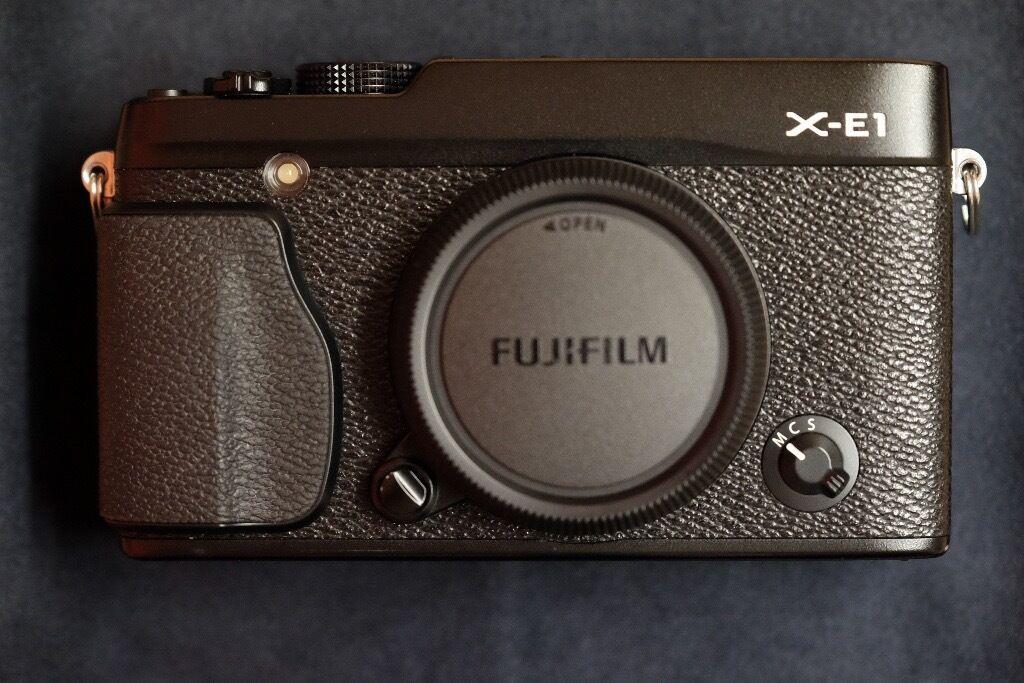 Fujifilm Fuji X-E1 (Body Only) + handgrip