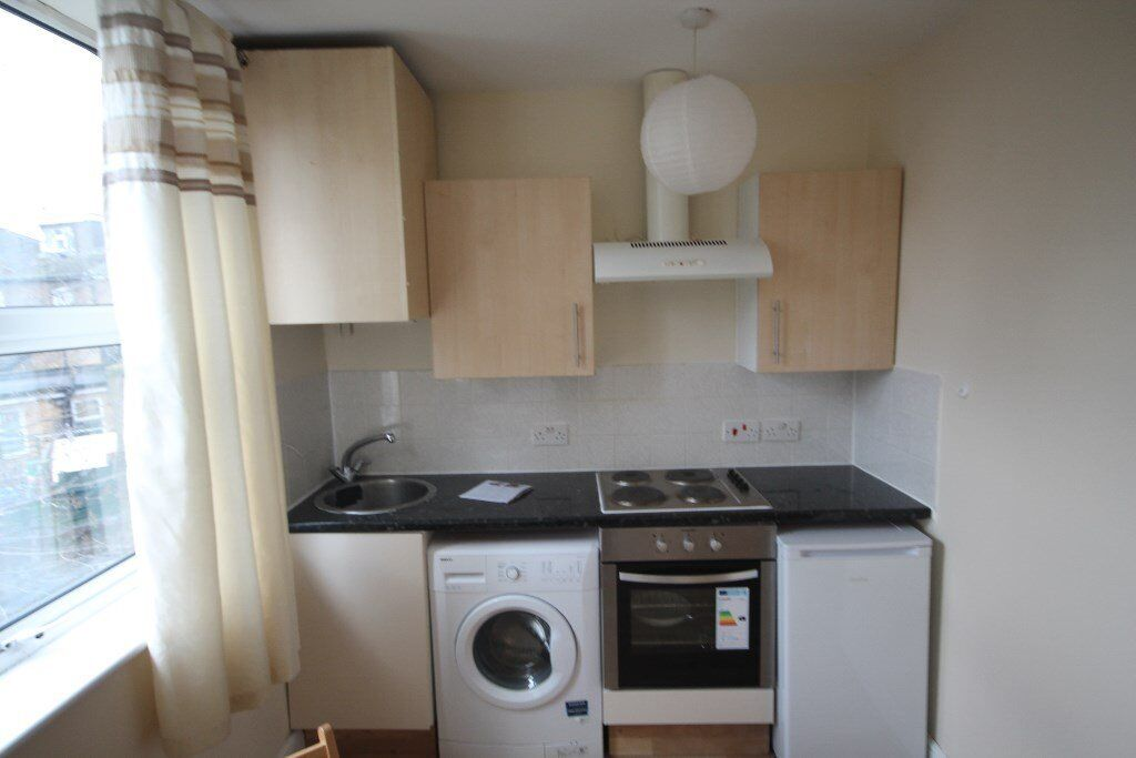 LOVELY MODERN STUDIO FLAT..CLOSE TO TUBE STATION .SEE PICS THEN CALL 0208 459 4555