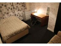 Large and sunny Double bedroom available in warm flatshare in the lovely area of Longstone.