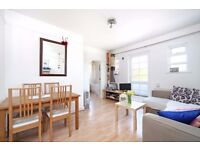 Spacious 2 bedroom flat - close to Clapham Junction - Communal gardens
