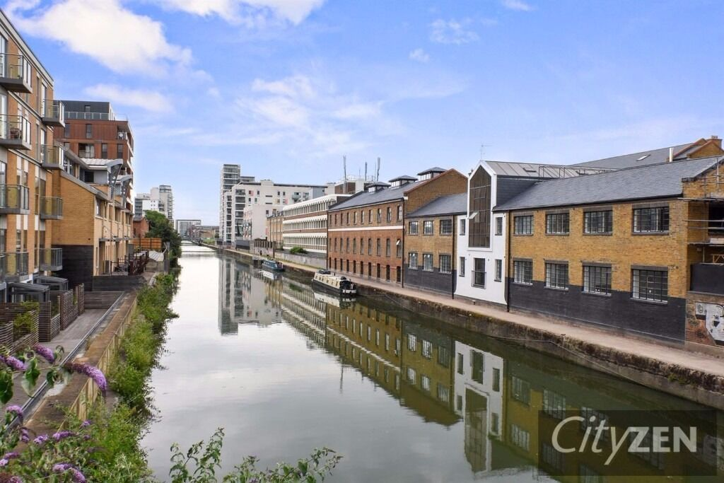 A beautiful 1 bed furnished flat, warehouse conversion, canal side, concierge, walk into Canary Wf