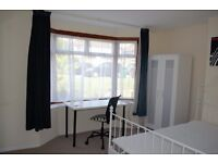 Large,bright Double room with parking and garden.Edgware