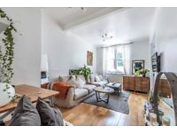 *ONE BED FLAT* A one double bedroom flat in a fantastic period conversion on Harwood Road in Fulham.