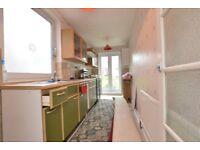 Kitchen cabinets, worktop, freerange cooker, sink
