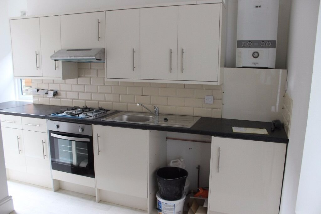 Leaf House - Offers Over £999 One bedroom flat with a study room available now.